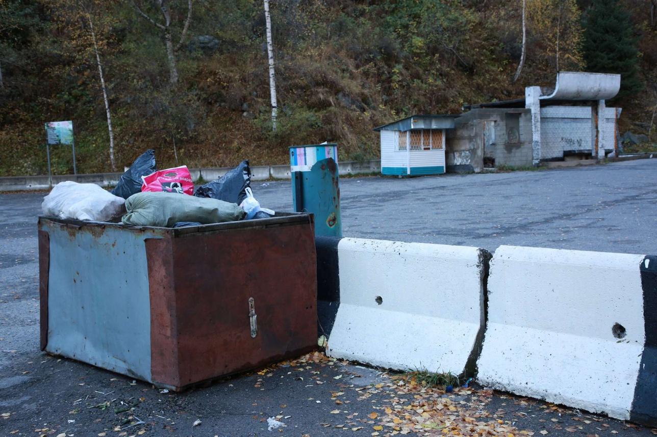 Мусорный контейнер в Большом Алматинском ущелье.