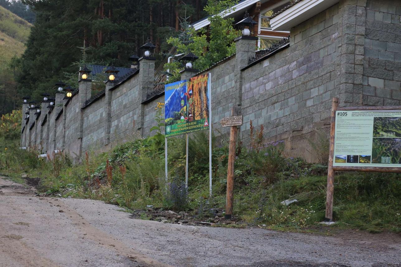 Каменные заборы в Кимасаровском ущелье.