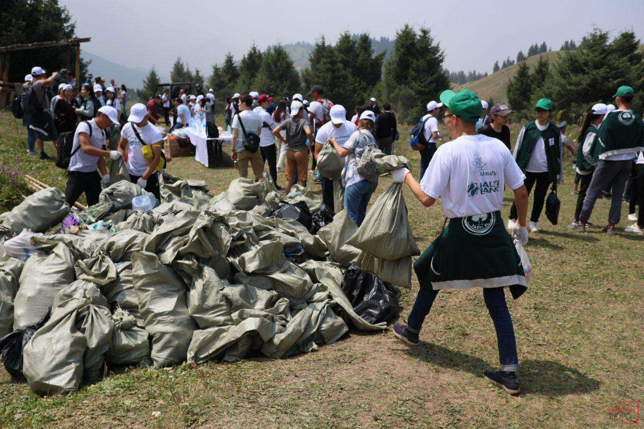 Вывезено 6 тонн мусора