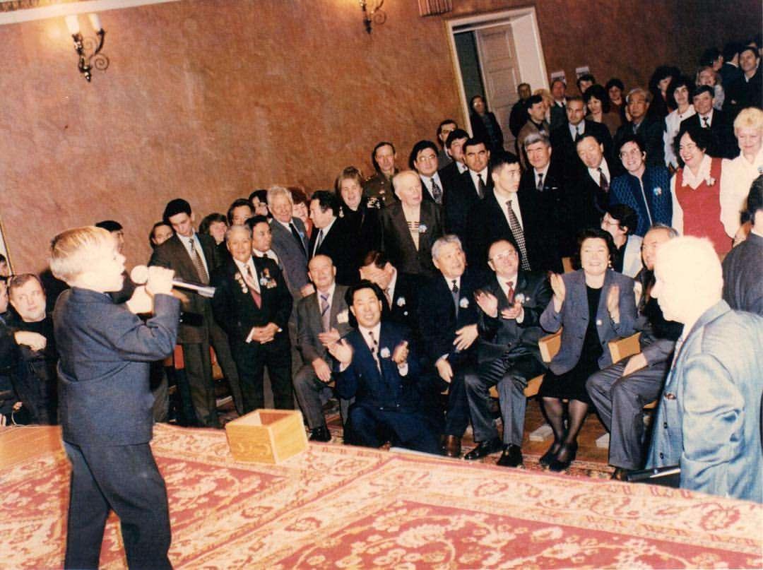 Диаз Мусалимов бала кезінде Өскемен қаласында Елбасы Нұрсұлтан Назарбаевтың алдында өнер көрсеткен сәтінен