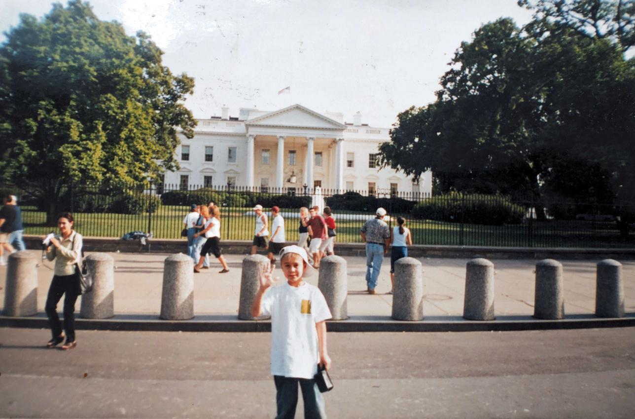 Диаз Вашингтонда АҚШ президенті резиденциясы алдында