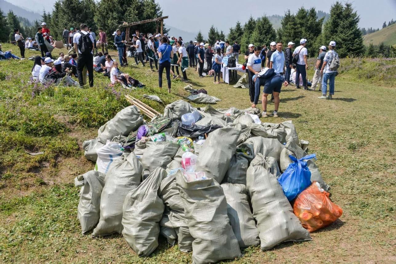 """Общегородская экологическая акция """"Taza Almaty"""" по уборке мусора на Кок-Жайляу. 27 июля 2019 года"""