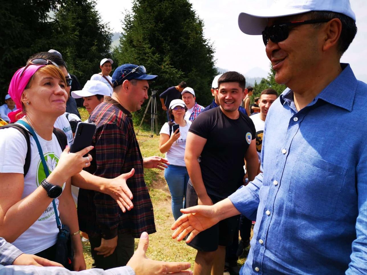Бакытжан Сагинтаев среди алматинцев на Кок-Жайляу. 27 июля 2019 года