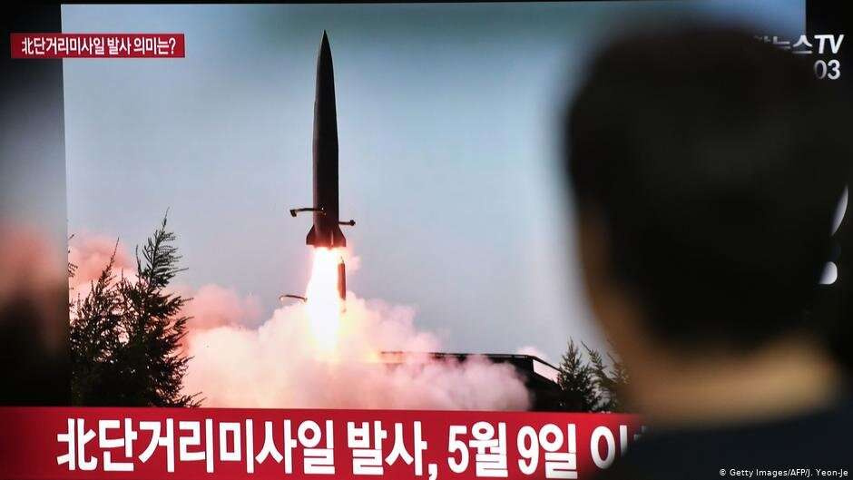 Южнокорейское телевидение показывает запуск ракеты с территории КНДР, 25 июля 2019 года