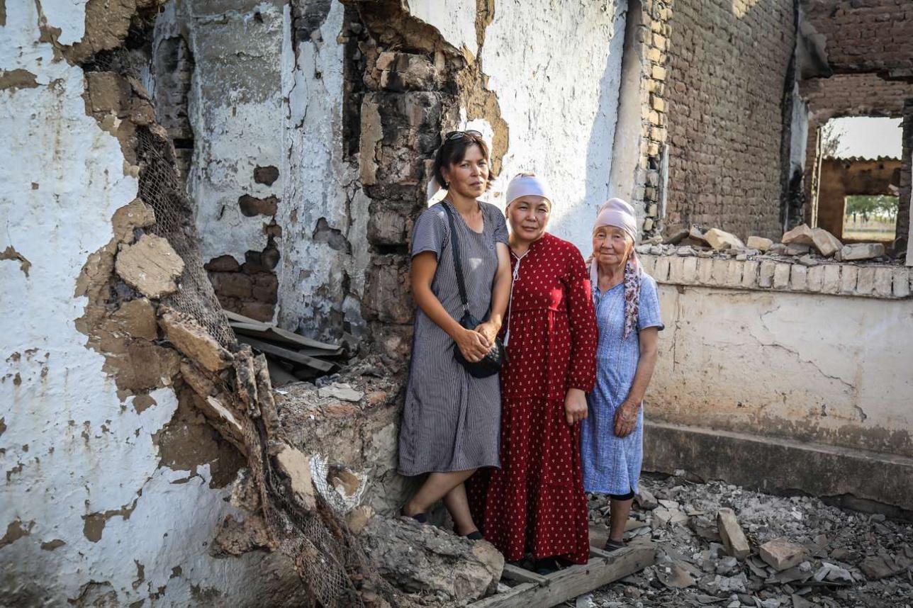Амина Пошаева и другие жильцы сгоревшего барачного дома
