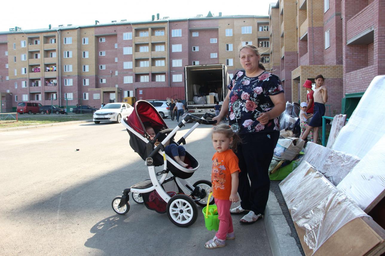 Мария Казанбаева с младшими детьми
