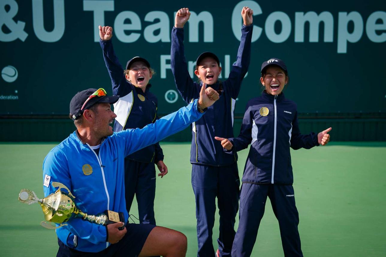 Эмоции казахстанских теннисисток после победы в финале