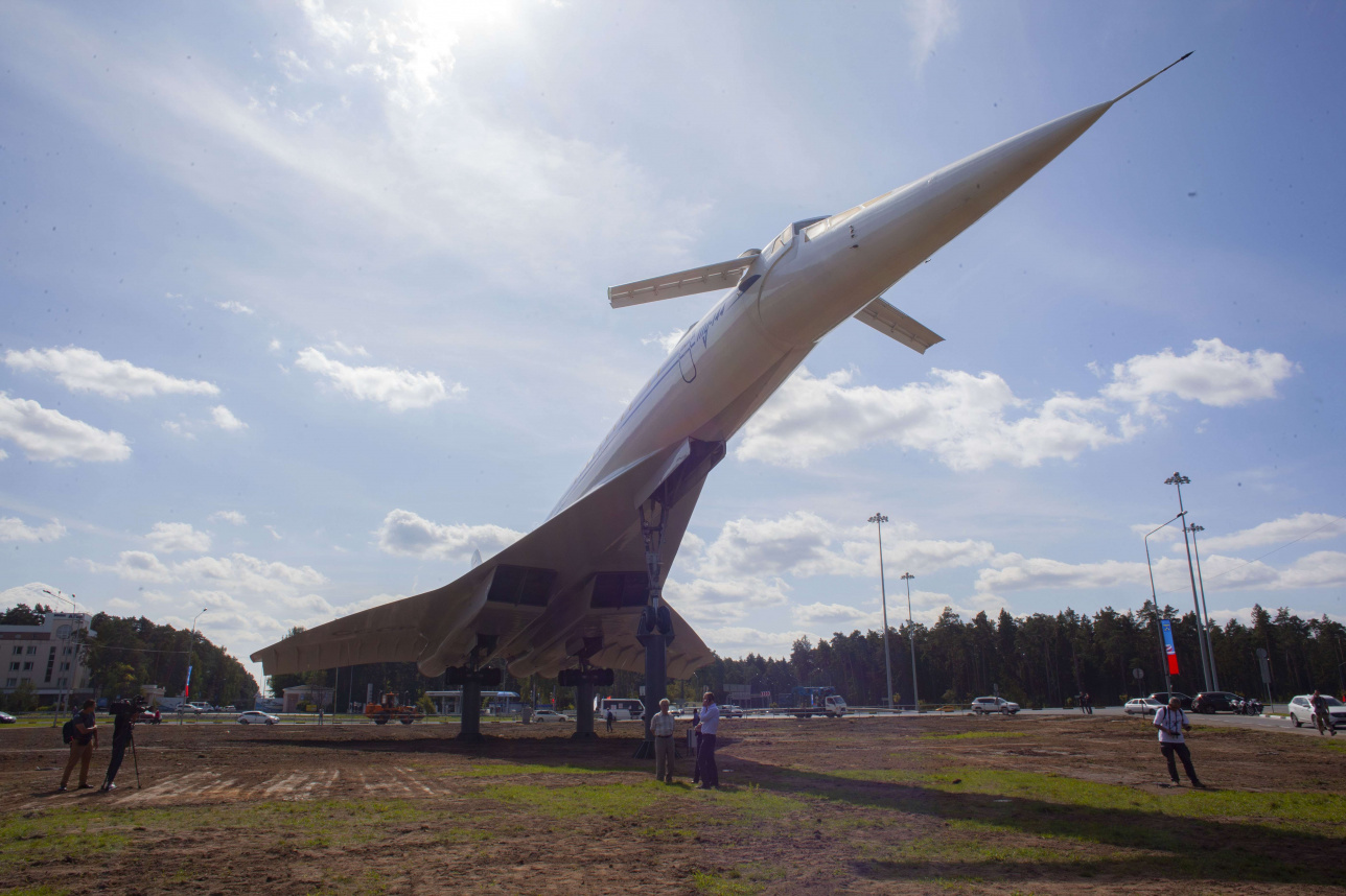 Памятник ТУ-144 в Жуковском