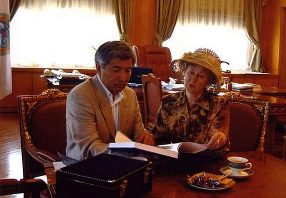Валерия Порохова с Имангали Тасмагамбетовым во время визита в Алматы
