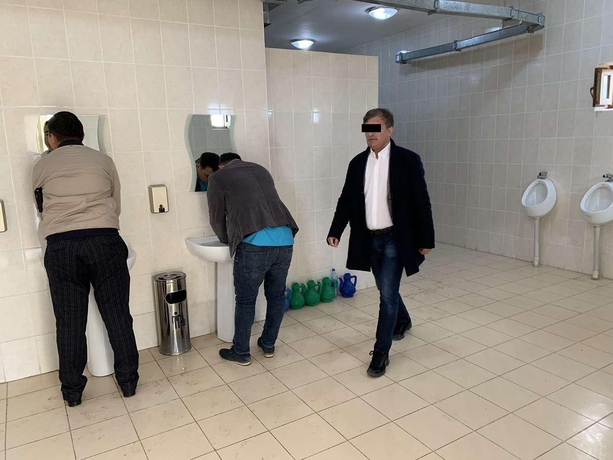 Туалет у мавзолея Арыстан баб