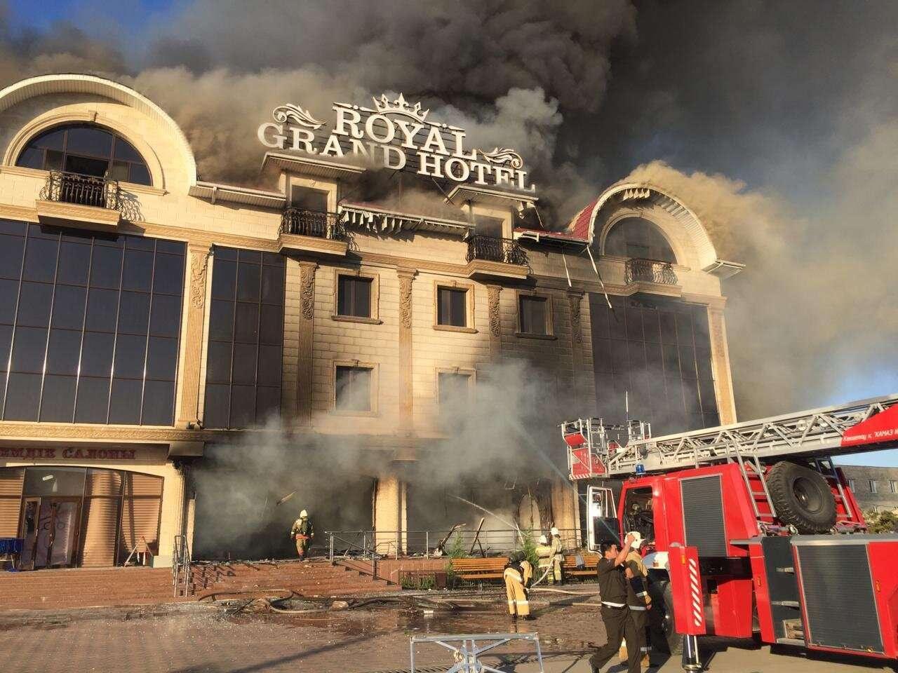 Пожар начался после взрыва газового баллона во дворе отеля