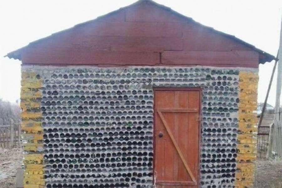 Здание из пустых бутылок в Кызылординской области