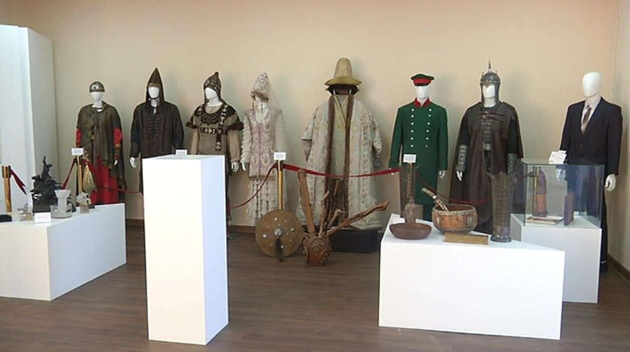 В музее выставлены оригинальные костюмы из известных фильмов