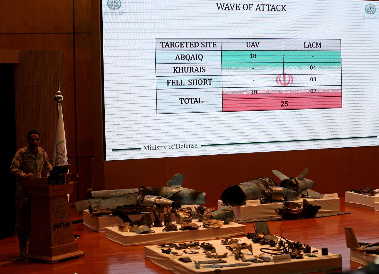 Турки аль-Малик демонстрирует остатки ракет