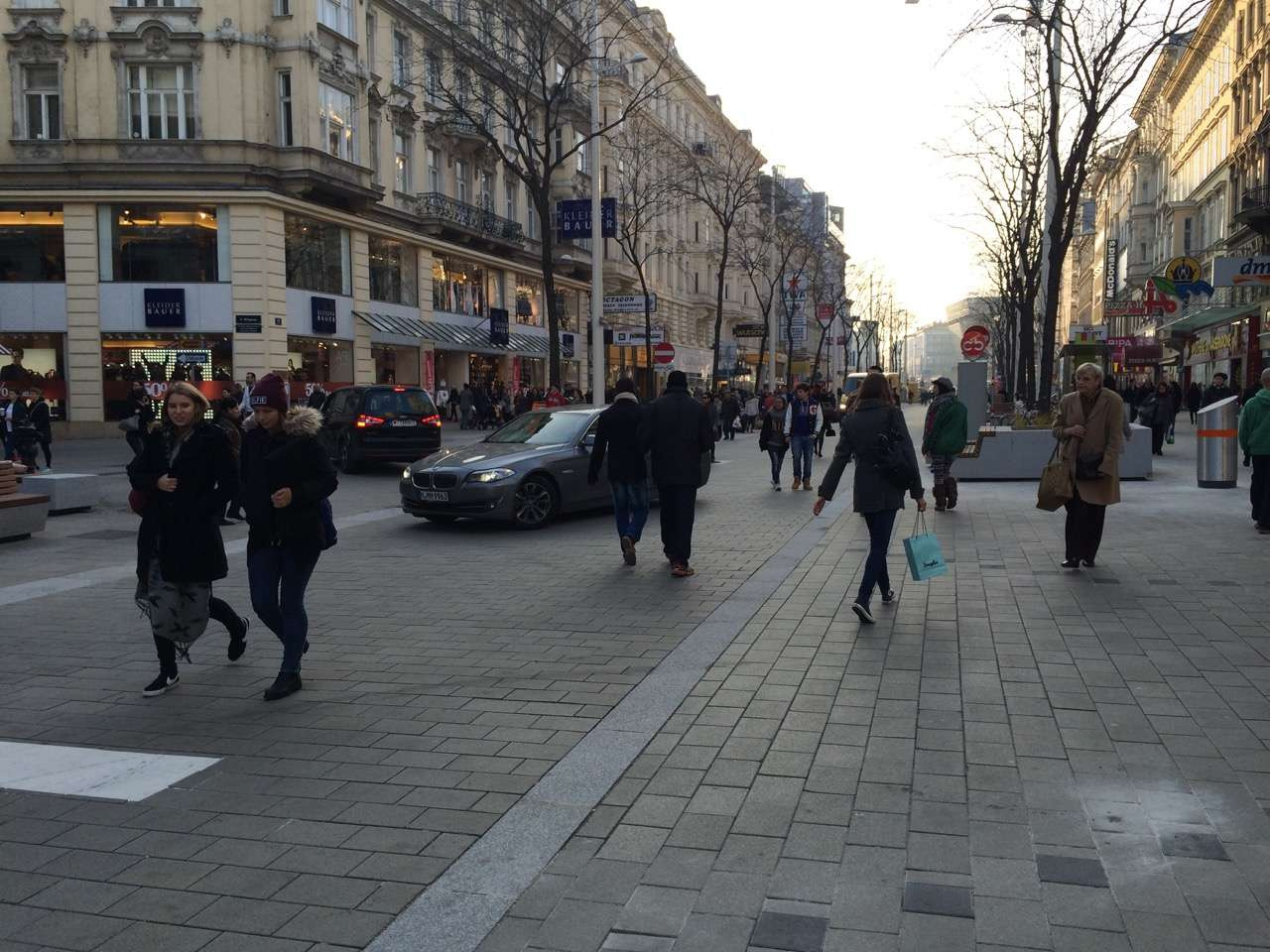Улица со смешанным движением в Вене