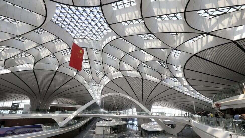 Площадь нового аэропорта - 700 тысяч квадратных метров. Это 98 футбольных полей