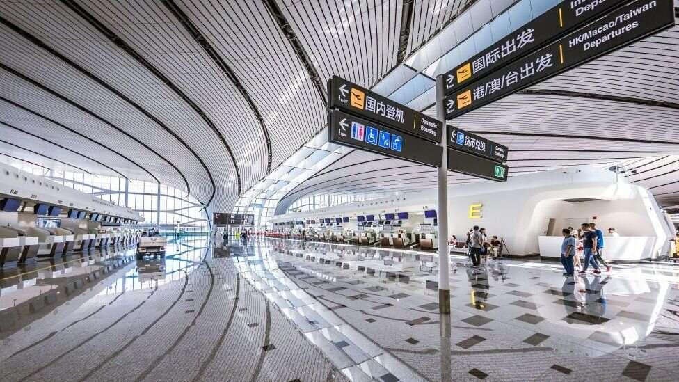 Площадь нового аэропорта – 700 тысяч кв. м. Это 98 футбольных полей