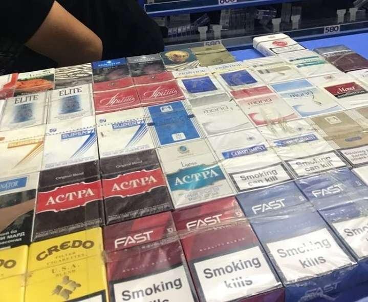 "Illicit whites, или ""дешёвые белые"" сигареты, на Ошском базаре в Бишкеке"