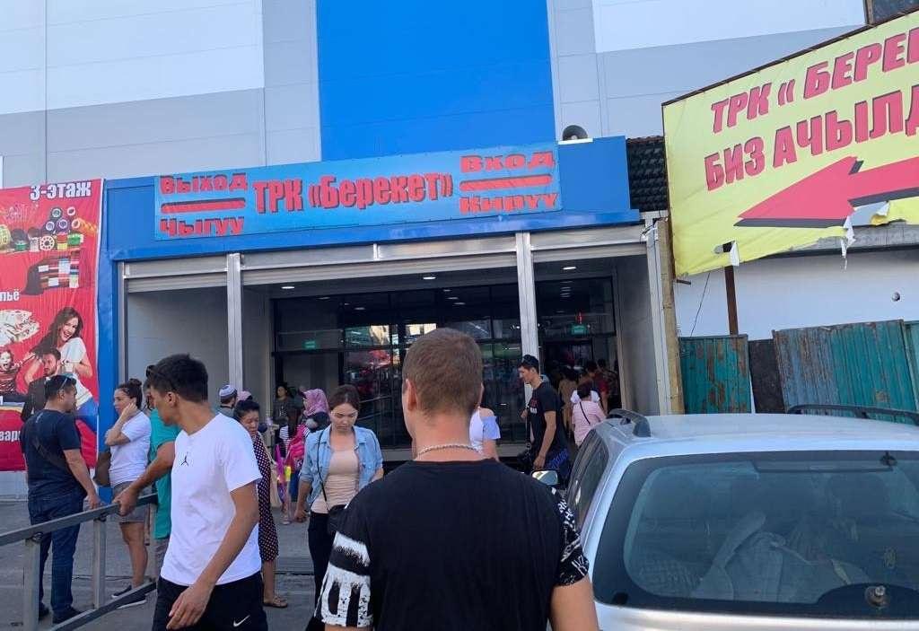 """Рынок """"Берекет"""" – центр нелегальной торговли сигаретами в Кыргызстане"""