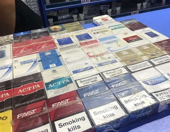 Здесь продаются и легальные, и нелегальные сигареты