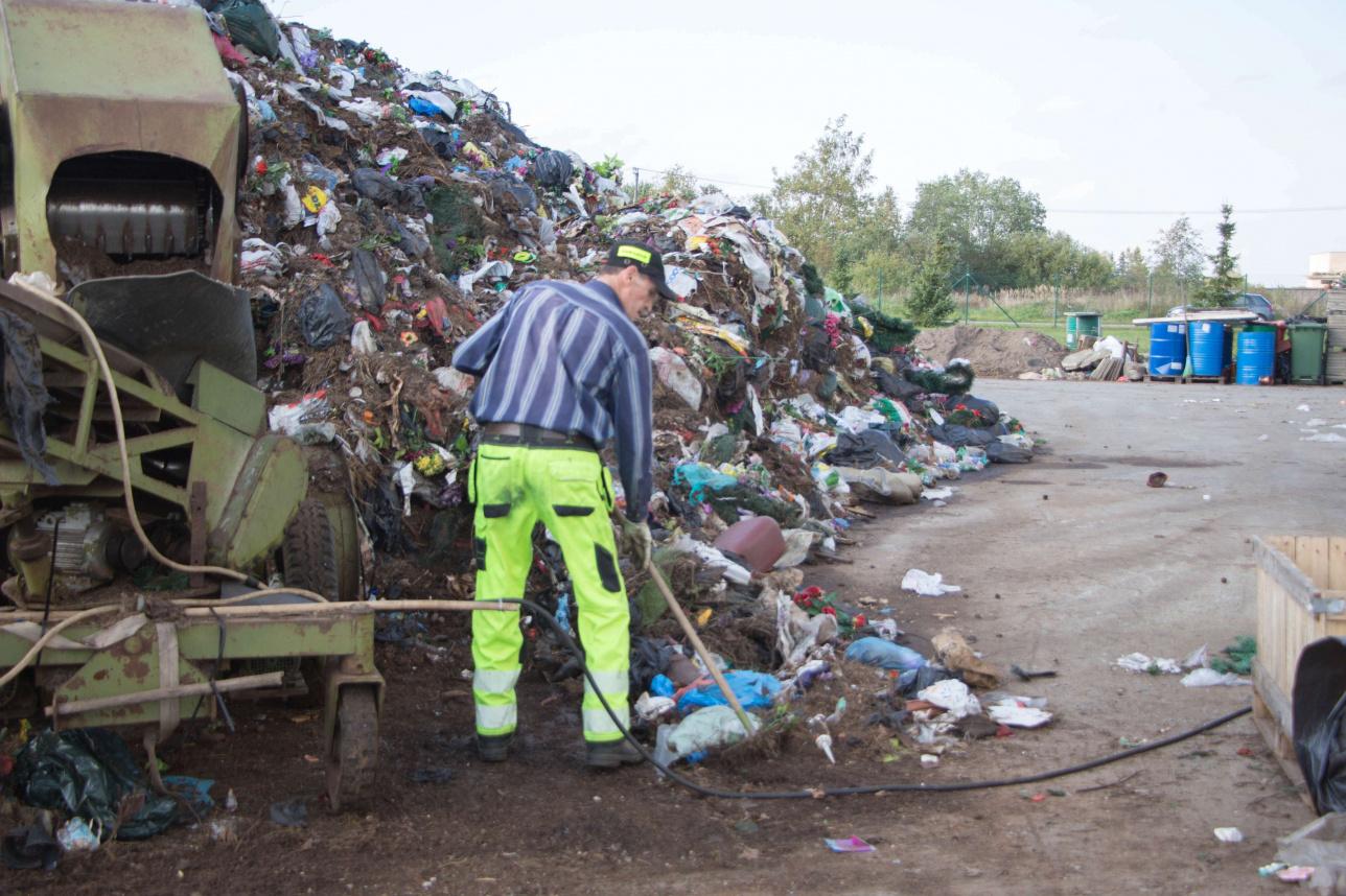 Сортировка отходов с кладбища