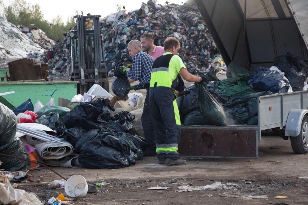 Вывозом мусора занимаются специальные компании