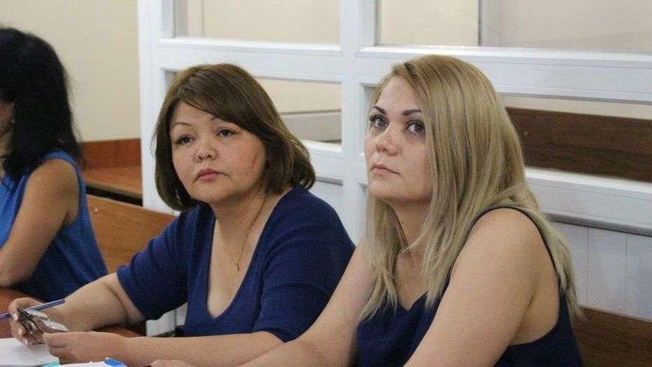 Наталья Слекишина и адвокат Айман Умарова в суде в 2016 году