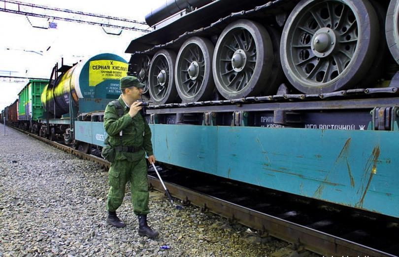 """На пункте пропуска """"Карталы"""" остановлен железнодорожный состав с танком Т-34 времён ВОВ"""