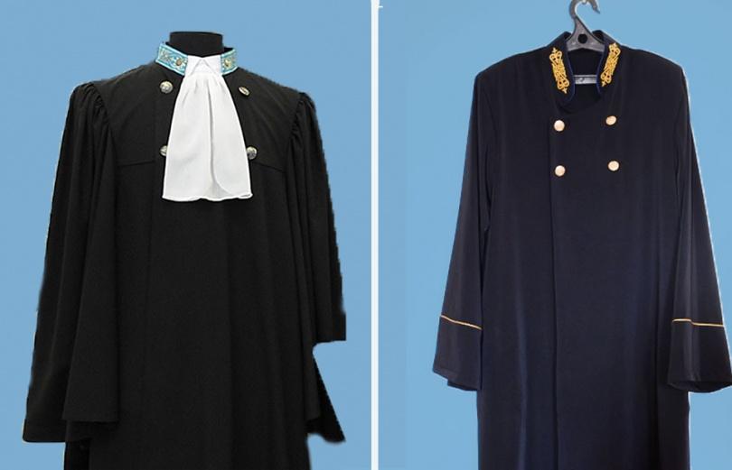 Судейская мантия старого (слева) образца и нового (справа)