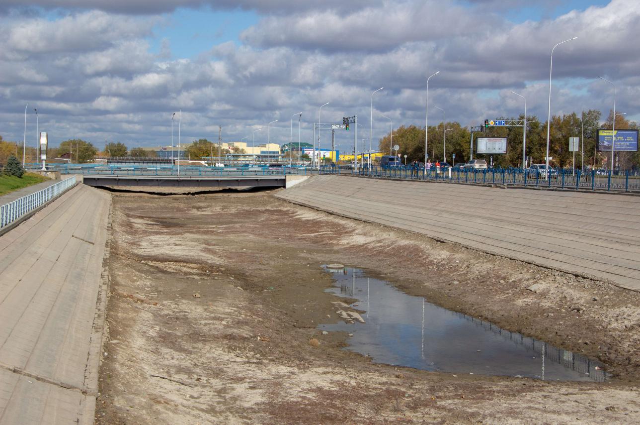 Так сейчас выглядит канал в центре города, подпитываемый рекой Сазды
