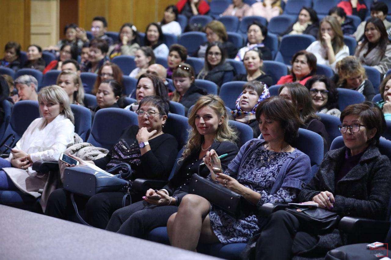 алматинские родители пришли послушать советы доктора Комаровского