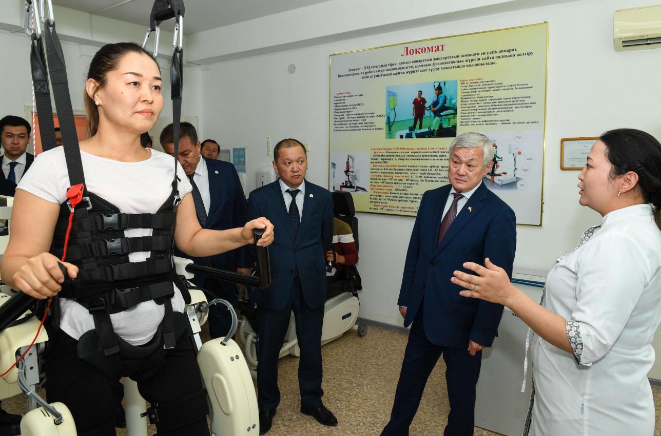 Вице-премьер посетил новую больницу в Шиелийском районе