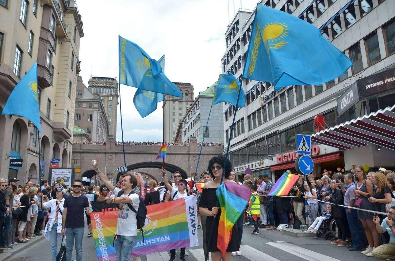 Казахстанцы на ЛГБТ-прайде в Стокгольме, 2017 год