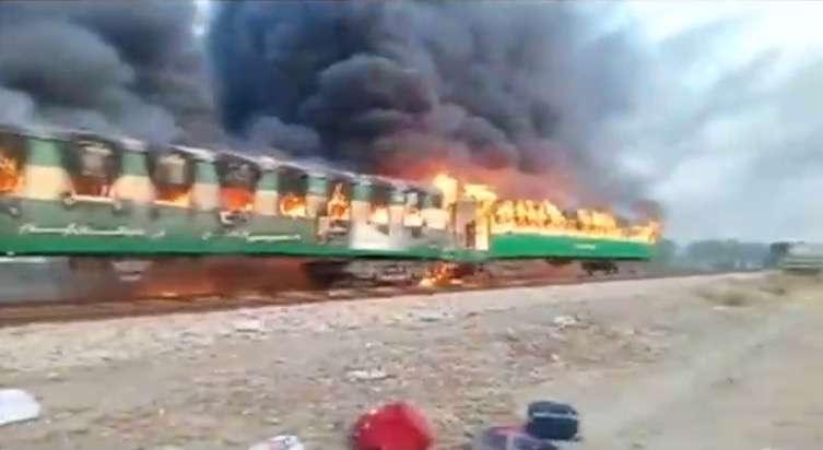 Загорелись по меньшей мере три вагона