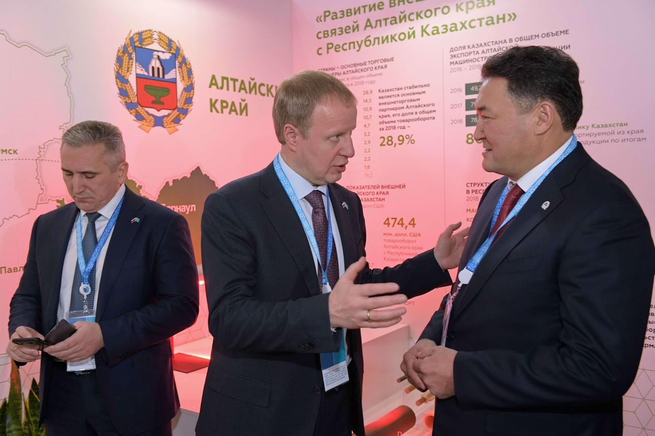 Аким Павлодарской области Булат Бакауов и губернатор Новосибирской области Травников