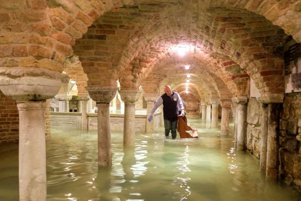 Собор Святого Марка оказался в воде