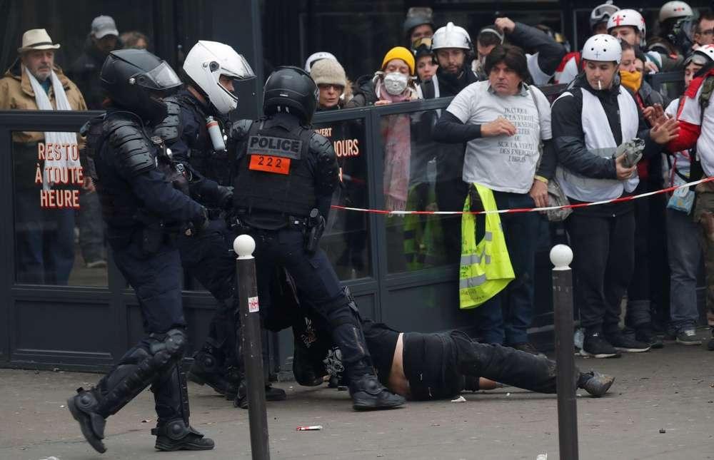 Акция протеста в Париже 16 ноября