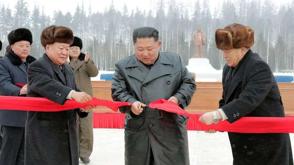 В официальной церемонии открытия участвовал Ким Чен Ын