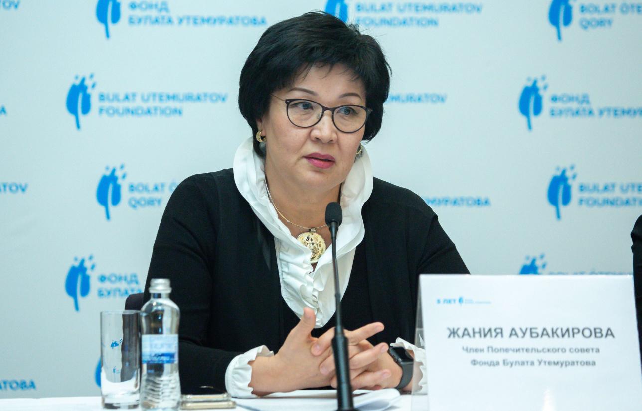 Член Попечительского совета Фонда Булата Утемератова, народная артистка РК Жания Аубакирова